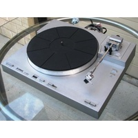 YAMAHA P-550 fully automatic direct drive turntable